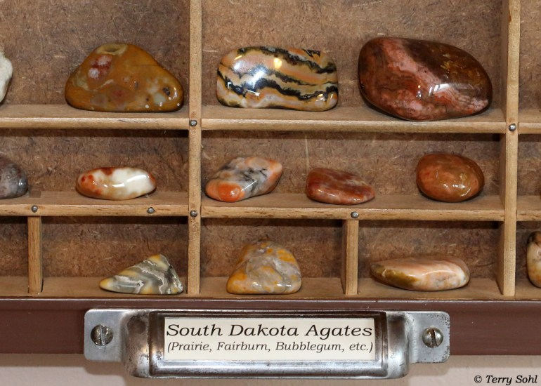 South Dakota Rockhounding Display - Agates!