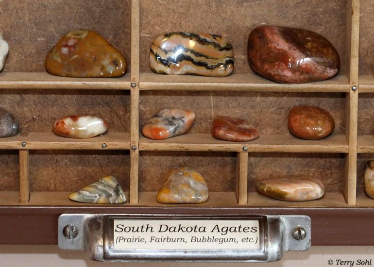South Dakota Rockhounding Display - Agates!
