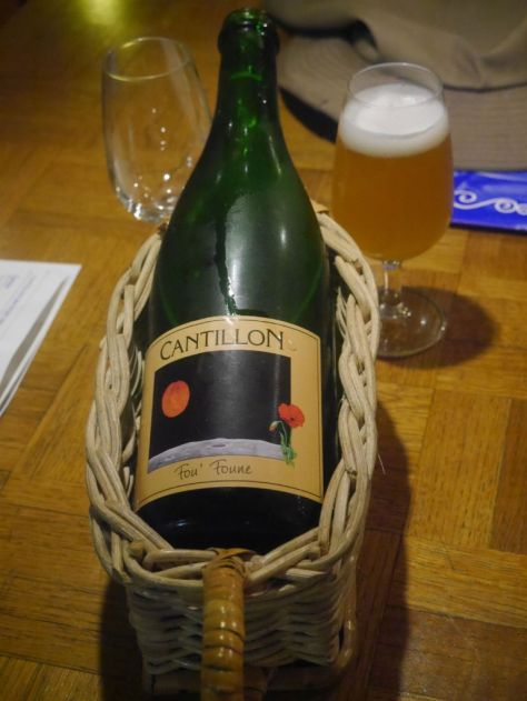 We started with the Fou Foune, a delicious peach beer.