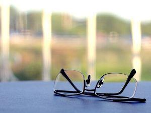 798px-Reading_glasses