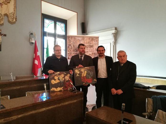 Monsignor Brambilla, il sindaco Canelli insieme ai due curatori della mostra