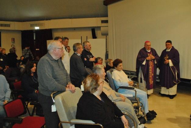 Monsignor Brambilla visita la Fondazione Maugeri