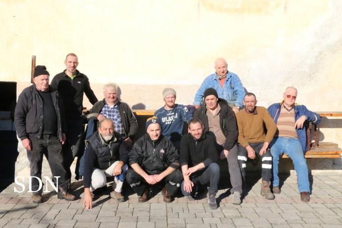 I volontari che animano la festa di carnevale a Bracchio di Mergozzo