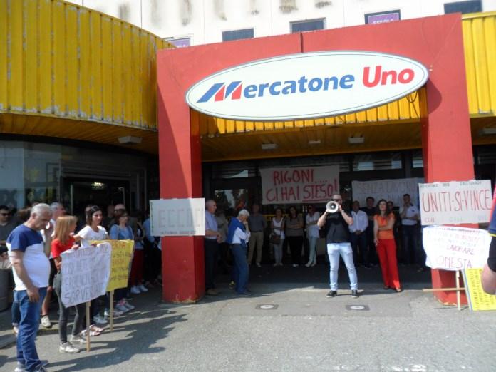 Presidio a Caltignaga dei lavoratori dell'ex Mercatone Uno