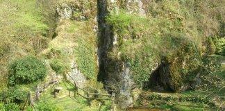 Ara, casa delle grotte