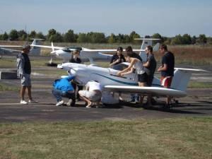Une grande équipe pour un petit avion