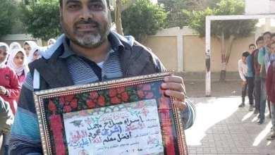 صورة الأستاذ أشرف الطويل وطالباته المتفوقات