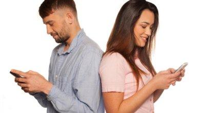صورة إدمان الهاتف المحمول يضر العلاقة الزوجية