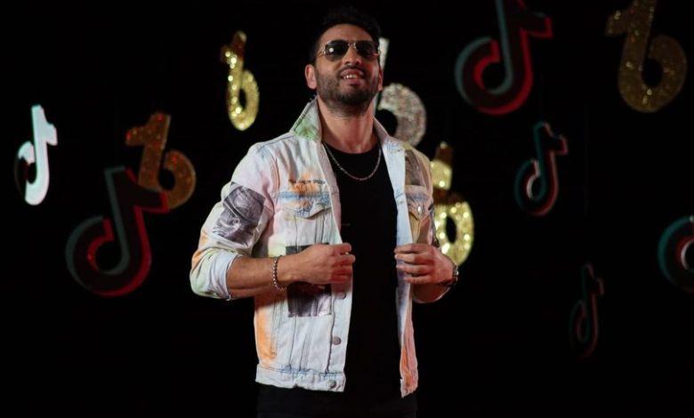 """أحمد صلاح فرحات يستعد لإطلاق أغنية """"تيك توك"""""""