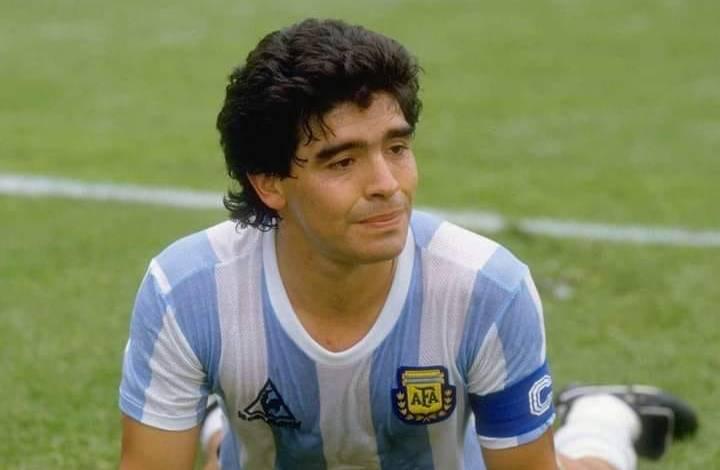 مارادونا.. أحد أعظم لاعبي التاريخ يودع جماهير الساحرة المستديرة