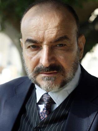 """""""أحمد صادق"""" يعاني الوحدة بعد وفاة زوجته!!"""