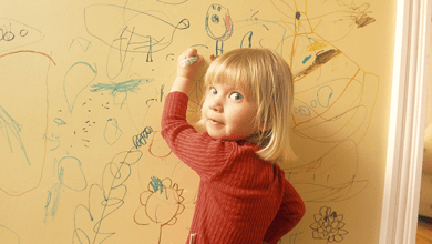 صورة طرق سريعة لتنظيف الكتابة عن الجدران