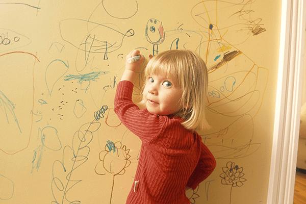 طرق سريعة لتنظيف الكتابة عن الجدران