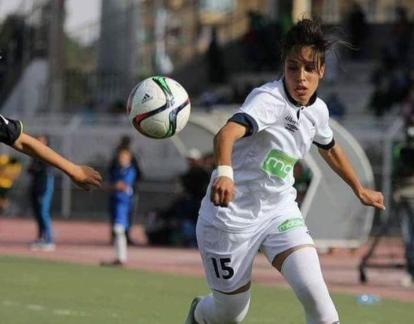 لاعبة المنتخب الجزائري بكرة القدم زينب قندوسي تلقيت عدت صعوبات..لكن طموحاتي كبيرة