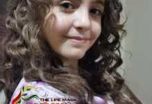 """صورة الطفلة السورية """"ماسة رشيد """"أصغر مشاركي المعرض السادس لعالم الفن المطلق بمصر"""