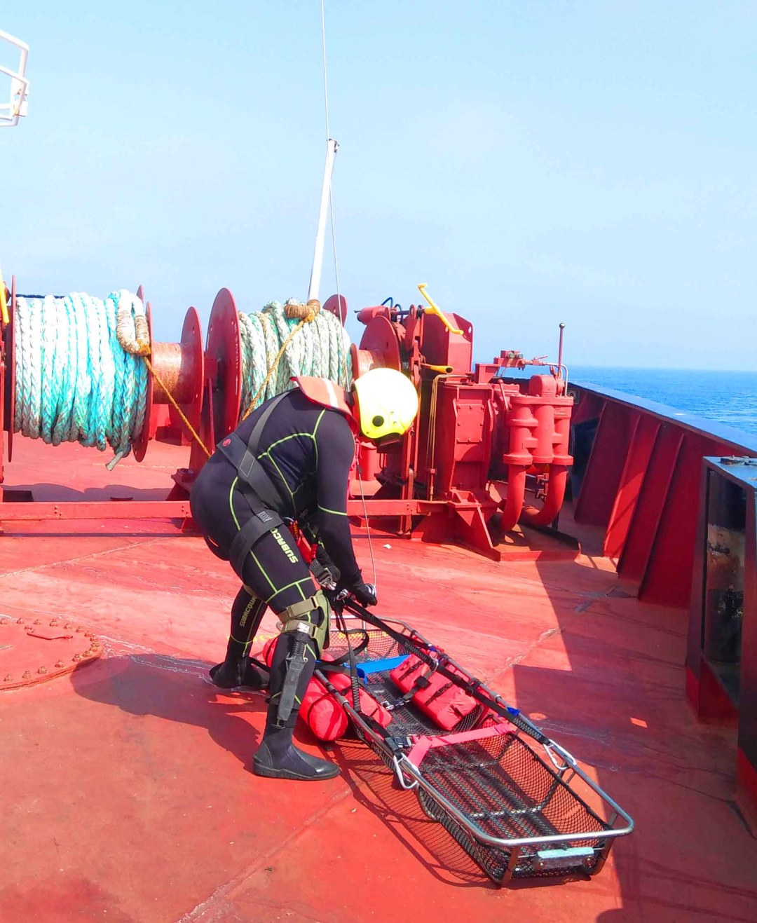 Portuguese Navy Officer conducting a Search and Rescue Landing on a ship's poop deck