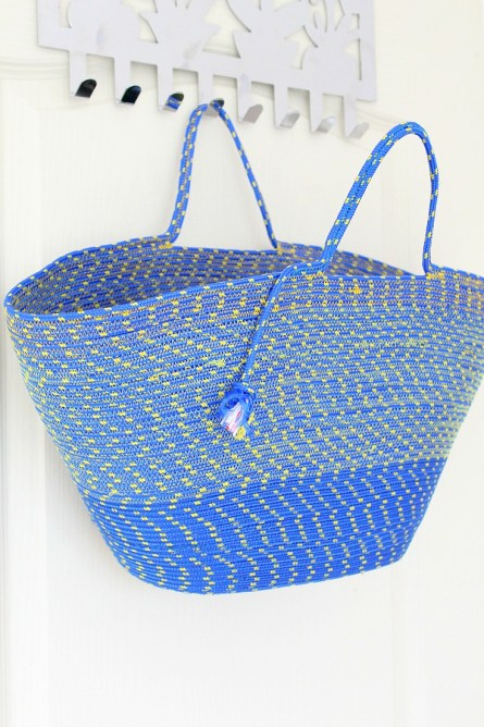 Rope Bag Tutorial http://theseamanmom.com/rope-bag-sewing-tutorial/