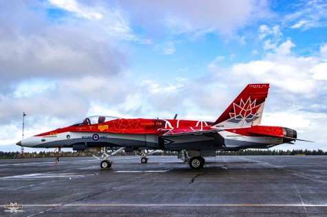 snowbirds-and-cf-18-comox-2017-sean-costello-9689