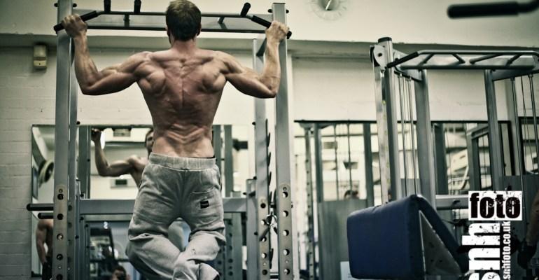 Sean Lerwill training his back/lats