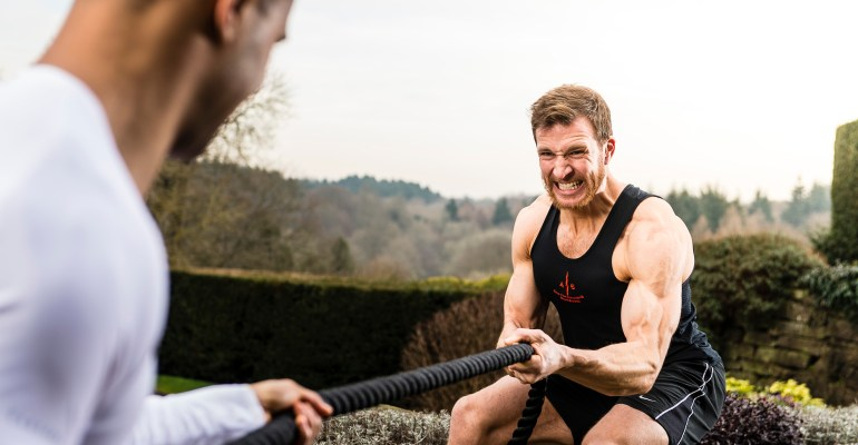 seanlerwill-fit-for-purpose-rope-tug-of-war-in-45-commando-royal-marines-black-vest-at-hedsor-manor-house