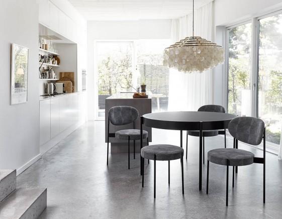 ensemble summer mix verpan table ronde 120 cm 3 chaises et un tabouret 430 lampe fun 11 dm brass