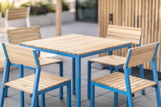 cora salon exterieur table et 4 chaises aluminium de couleur et bois