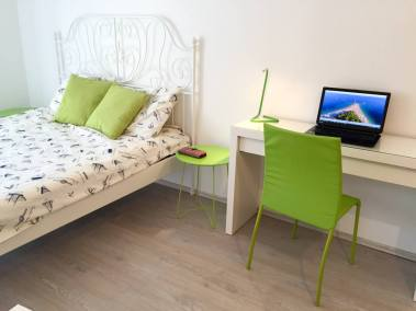 Sea Pearl - Studio Apartment Olive bed and notebook table