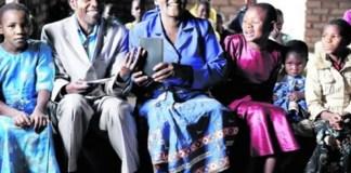 Bíblia traduzida na própria língua faz cristãos africanos felizes | Seara News
