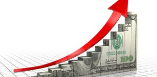 Dólar opera em alta após semana de recordes e volta a bater em R$ 4