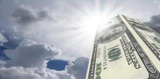 Dólar sobe mais de 2,5% e termina a semana cotado a R$ 3,86, maior valor em 13 anos