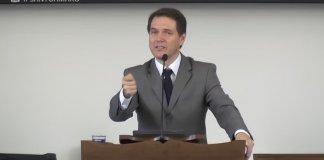 """""""O seu cristianismo não é obra do acaso"""", diz pastor sobre a banalização da fé"""