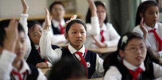 Crianças chinesas são forçadas a negar sua fé