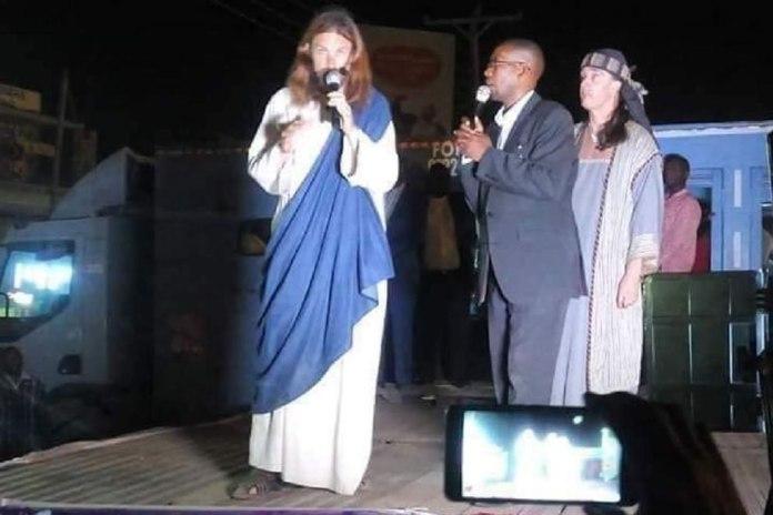 """No Quênia, homem diz ser """"Jesus"""" e convence muitas pessoas"""