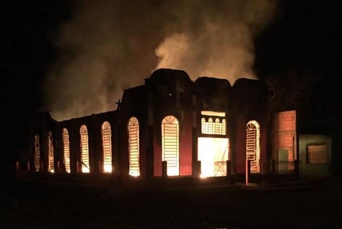 Incêndio destrói templo da Assembleia de Deus Madureira, no Pará