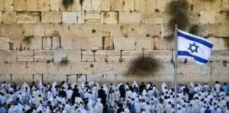 Judeus em toda parte do mundo oram por perdão no Yom Kipur