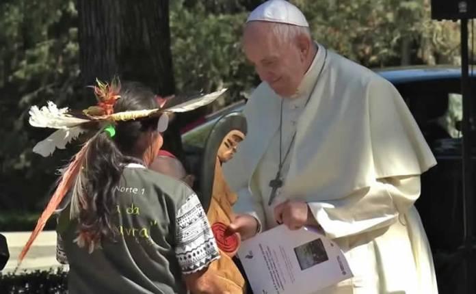 """Clérigos e eruditos católicos protestam contra """"atos sacrílegos do Papa Francisco"""""""