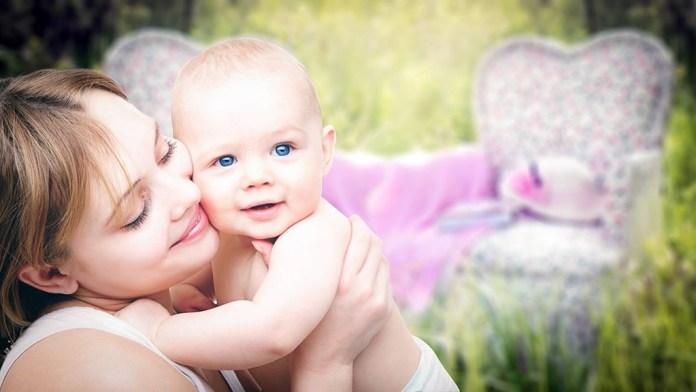 Quatro dicas para cuidar da pele dos bebês no verão