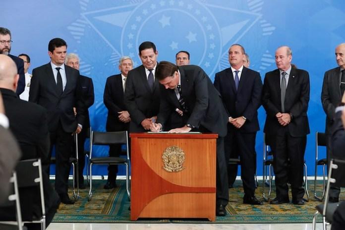Presidente Bolsonaro assina Decreto de criação do Conselho Nacional da Amazônia Legal