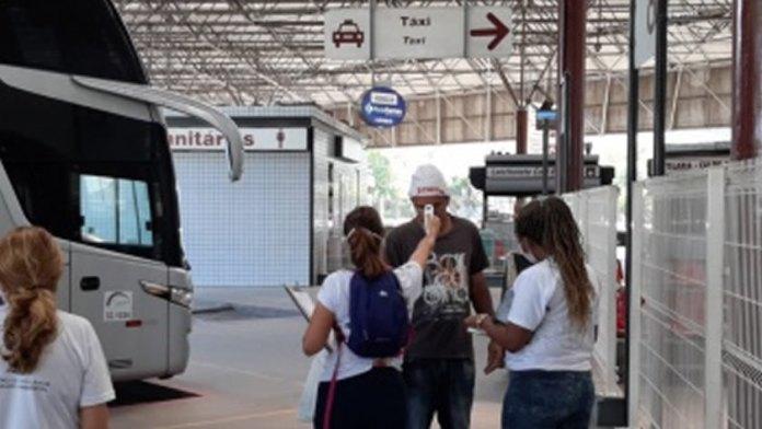 Covid-19: barreira sanitária identifica passageiros sintomáticos na rodoviária de Vitória