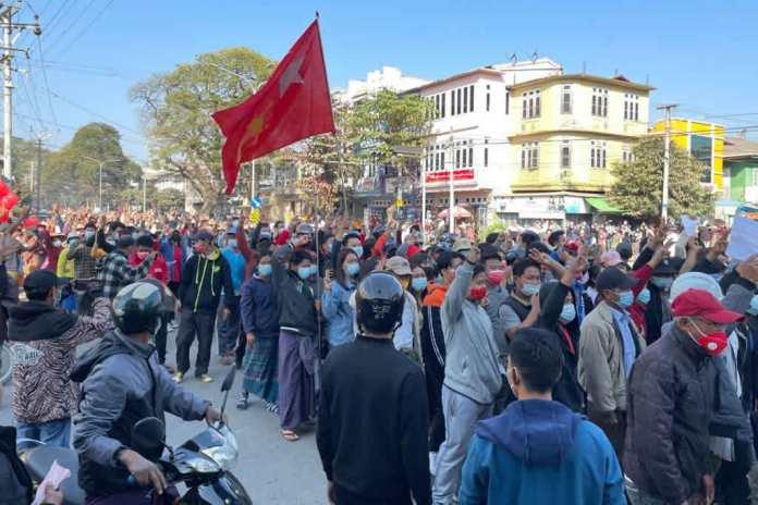 Protestos tomam as ruas de Myanmar