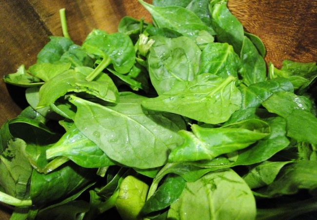 Raw Spinach For Teeth Whitening
