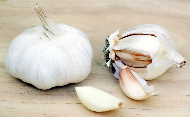 Fight Sneezing With Garlic