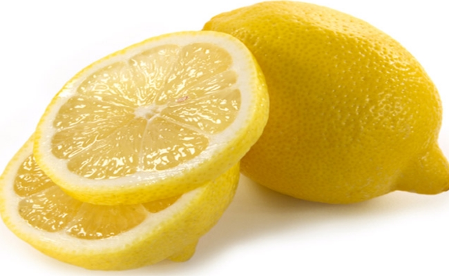 Use A Slice Of Fresh Lemon