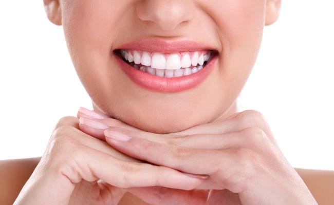 Whitens Teeth