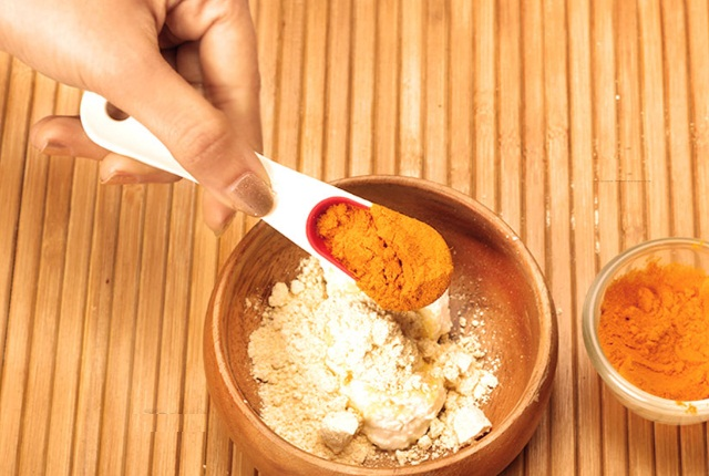 Turmeric Chickpea Flour Mask