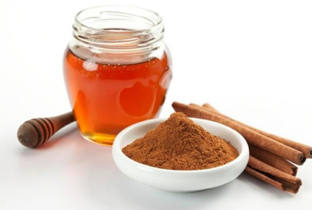 Honey with Cinnamon Powder