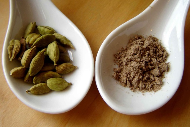 Ginger, Pepper And Cardamom Seeds Mixture