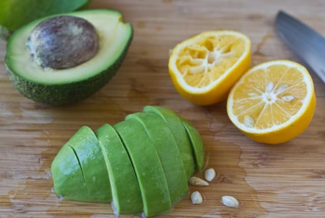 Avocado And Lemon Juice Paste