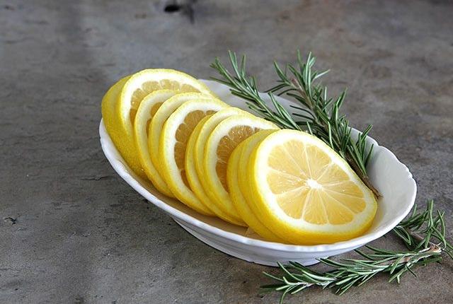 Rosemary And Lemon Shampoo For Dull Hair