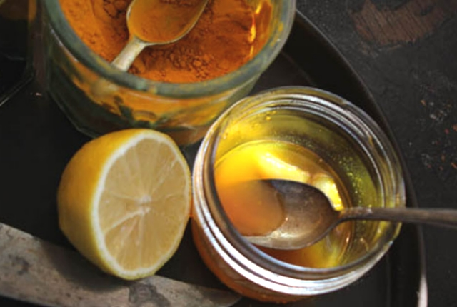 Use Lemon Juice, Turmeric, And Cinnamon Powder